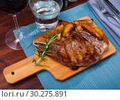 Купить «Appetizing beef steak with potatoes and rosemary», фото № 30275891, снято 18 июня 2019 г. (c) Яков Филимонов / Фотобанк Лори