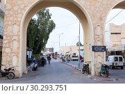 Купить «Арка при въезде в центр Тунисского города. Тунис, Африка», фото № 30293751, снято 2 мая 2012 г. (c) Кекяляйнен Андрей / Фотобанк Лори
