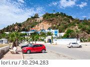 Купить «Сине-белая деревня Сиди-Бу-Саид (Sidi Bou Said). Жилые дома на в предгорье и набережная с пляжем. Тунис, Африка.», фото № 30294283, снято 5 мая 2012 г. (c) Кекяляйнен Андрей / Фотобанк Лори