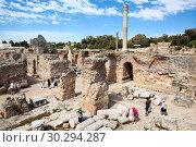 Купить «Посетители музея Карфагена под открытым небом бродят на развалинах термальных ванн императора. Тунис, фрика.», фото № 30294287, снято 5 мая 2012 г. (c) Кекяляйнен Андрей / Фотобанк Лори