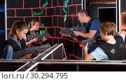 Купить «Emotional family with kids holding laser guns during laser tag game», фото № 30294795, снято 3 сентября 2018 г. (c) Яков Филимонов / Фотобанк Лори