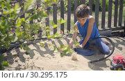 Купить «using a pump, a curious child modeled a volcano eruption in a sandbox», видеоролик № 30295175, снято 23 февраля 2019 г. (c) Ирина Мойсеева / Фотобанк Лори