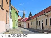 Street of the Old town in Bratislava (2018 год). Редакционное фото, фотограф Татьяна Савватеева / Фотобанк Лори