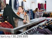 Купить «Woman shopping in outerwear clothing boutique», фото № 30299895, снято 6 декабря 2018 г. (c) Яков Филимонов / Фотобанк Лори