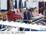 Купить «Women choosing warm coats in boutique», фото № 30299899, снято 6 декабря 2018 г. (c) Яков Филимонов / Фотобанк Лори