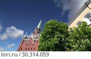 Купить «Troitskaya Tower (Trinity Tower) against the sky. Inside of Moscow Kremlin, Russia (day).», видеоролик № 30314059, снято 15 марта 2019 г. (c) Владимир Журавлев / Фотобанк Лори