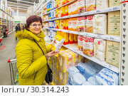 Russia Samara March 2019: beautiful mature women choose flour in a supermarket. Wheat flour, magician, buns, staroskol'skaya, rye, discount, sugar, extra. Стоковое фото, фотограф Акиньшин Владимир / Фотобанк Лори