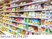 Купить «Russia Samara March 2019: Choosing diabetic products at a mall. Text in Russian: fructose, live sweets, sugar-free, for health, tonic sweets, useful, longevity, tapioca starch, drinking cellulose», фото № 30314251, снято 1 марта 2019 г. (c) Акиньшин Владимир / Фотобанк Лори