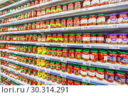 Купить «Russia Samara March 2019: a large selection of beautiful canned and pickled tomatoes in a supermarket. Text in Russian: Cherpi, Green Gray, Tomatoes, Retro, pickled», фото № 30314291, снято 1 марта 2019 г. (c) Акиньшин Владимир / Фотобанк Лори