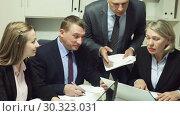 Купить «Businessman discussing new project with team», видеоролик № 30323031, снято 12 февраля 2019 г. (c) Яков Филимонов / Фотобанк Лори