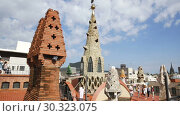 Купить «Palau Guell roof with chimneys turned by architect Antoni Gaudi into sculptures», видеоролик № 30323075, снято 19 сентября 2018 г. (c) Яков Филимонов / Фотобанк Лори