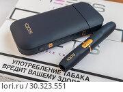 Купить «IQOS 2.4 Plus — инновационная система нагревания табака. Зарядное устройство и держатель. Предупреждающая надпись о вреде употребления табака», фото № 30323551, снято 15 марта 2019 г. (c) Владимир Сергеев / Фотобанк Лори