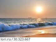 Индия, штат Керала. Побережье Индийского океана (Аравийское море) на закате (2019 год). Стоковое фото, фотограф Овчинникова Ирина / Фотобанк Лори