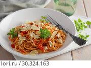 Купить «Spaghetti with tomato sauce, parmesan and basil», фото № 30324163, снято 12 марта 2019 г. (c) Stockphoto / Фотобанк Лори