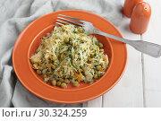 Купить «Braised cabbage with carrot and green pea», фото № 30324259, снято 19 февраля 2019 г. (c) Stockphoto / Фотобанк Лори