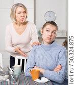 Купить «Mature mom apologizes to daughter after quarrel», фото № 30324875, снято 18 марта 2019 г. (c) Яков Филимонов / Фотобанк Лори