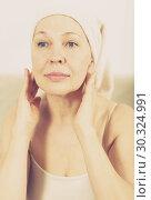 Купить «Woman using face cream», фото № 30324991, снято 21 марта 2017 г. (c) Яков Филимонов / Фотобанк Лори