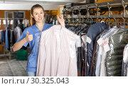 Купить «Portrait of female dry-cleaning salon worker», фото № 30325043, снято 22 января 2019 г. (c) Яков Филимонов / Фотобанк Лори