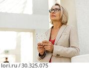 Купить «Mature woman visiting museum», фото № 30325075, снято 18 августа 2018 г. (c) Яков Филимонов / Фотобанк Лори
