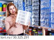 Купить «Girl looking for functional boxes», фото № 30325291, снято 15 января 2018 г. (c) Яков Филимонов / Фотобанк Лори