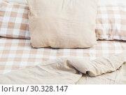 Купить «light linen bedclothes on bed», фото № 30328147, снято 25 февраля 2019 г. (c) Майя Крученкова / Фотобанк Лори