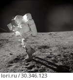 Купить «EARTH The Moon -- 06 Feb 1971 -- US Astronaut Edgar D Mitchell, Apollo 14 Lunar Module pilot, moves across the lunar surface as he looks over a traverse...», фото № 30346123, снято 7 июня 2020 г. (c) age Fotostock / Фотобанк Лори