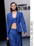 Купить «Mercedes-Benz Madrid Fashion Week - Roberto Torretta - Catwalk Featuring: Model Where: Madrid, Spain When: 16 Sep 2017 Credit: Oscar Gonzalez/WENN.com», фото № 30361951, снято 16 сентября 2017 г. (c) age Fotostock / Фотобанк Лори