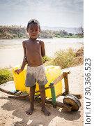 Купить «Child working in the distribution of water in Containers, Morondava, Madagascar.», фото № 30366523, снято 24 июня 2019 г. (c) age Fotostock / Фотобанк Лори