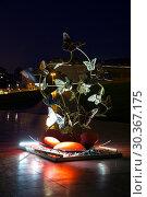 Купить «Ночной вид на скульптурные композиции возле центра имени Гейдара Алиева. Азербайджан», фото № 30367175, снято 24 сентября 2018 г. (c) Евгений Ткачёв / Фотобанк Лори