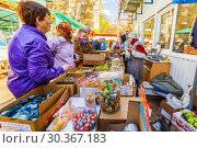Купить «Russia, Samara, April 26, 2016: A snappy trade in sweets in the city market, spring is a sunny day.», фото № 30367183, снято 26 апреля 2016 г. (c) Акиньшин Владимир / Фотобанк Лори