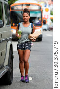 Купить «Christina Milian picks up healthy breakfast Featuring: Christina Milian Where: Los Angeles, California, United States When: 16 Aug 2017 Credit: WENN.com», фото № 30375719, снято 16 августа 2017 г. (c) age Fotostock / Фотобанк Лори