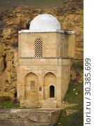Купить «Средневековый мавзолей шейха Дири Баба крупным планом. Мараза, Азербайджан», фото № 30385699, снято 3 января 2018 г. (c) Виктор Карасев / Фотобанк Лори