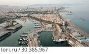 Купить «View from drones of sailboats and yachts in old port of Barcelona», видеоролик № 30385967, снято 29 августа 2018 г. (c) Яков Филимонов / Фотобанк Лори