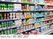 Купить «Полки с молочными продуктами в магазине», фото № 30387207, снято 16 марта 2019 г. (c) Victoria Demidova / Фотобанк Лори