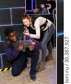 Купить «Multiracial couple playing lasertag», фото № 30387927, снято 23 января 2019 г. (c) Яков Филимонов / Фотобанк Лори