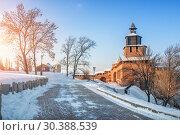 Часовая башня и солнечный свет Clock tower of the Nizhny Novgorod Kremlin (2019 год). Стоковое фото, фотограф Baturina Yuliya / Фотобанк Лори