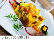 Купить «Raw tuna tartare with mango and avocado», фото № 30389515, снято 15 ноября 2019 г. (c) Яков Филимонов / Фотобанк Лори
