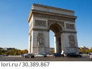 Купить «Arc de Triomphe de l Etoile, Paris», фото № 30389867, снято 10 октября 2018 г. (c) Яков Филимонов / Фотобанк Лори