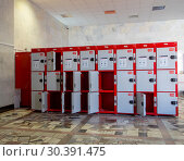 Lockers cabinets in a locker room. lockers at a railway station on Yaroslavsky railway station -- is one of the nine main railway stations of Moscow, Russia (2015 год). Редакционное фото, фотограф Владимир Журавлев / Фотобанк Лори