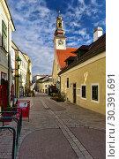 Купить «Исторический центр во время Рождества. Вид на башню старой Ратуши. Город Медлинг, Нижняя Австрия, Европа.», фото № 30391691, снято 28 декабря 2018 г. (c) Bala-Kate / Фотобанк Лори