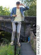 Купить «Sam Goodburn performs stunts in his unicycle on railings in front of StockBridge in Edinburgh. Featuring: Sam Goodburn Where: Edinburgh, United Kingdom When: 07 Aug 2017 Credit: Euan Cherry/WENN.com», фото № 30399327, снято 7 августа 2017 г. (c) age Fotostock / Фотобанк Лори