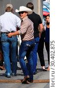 Купить «Justin Moore arrives at the Jimmy Kimmel studio for an appearance and concert on Jimmy Kimmel Live! Featuring: Justin Moore Where: Hollywood, California...», фото № 30402875, снято 1 августа 2017 г. (c) age Fotostock / Фотобанк Лори