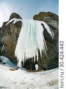 Купить «Ледопады бухты Тихой, остров Сахалин», фото № 30424443, снято 11 марта 2019 г. (c) Поволкович Федор / Фотобанк Лори