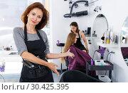 Hairdresser inviting to sit in chair. Стоковое фото, фотограф Яков Филимонов / Фотобанк Лори