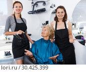 Купить «Hairstylists presenting result of styling to female client», фото № 30425399, снято 26 июня 2018 г. (c) Яков Филимонов / Фотобанк Лори