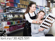 Купить «hairdresser edvise woman client about samples of hair dye», фото № 30425591, снято 31 марта 2018 г. (c) Яков Филимонов / Фотобанк Лори