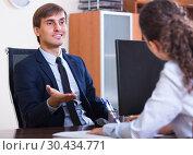 Купить «professional teaching new employee», фото № 30434771, снято 20 мая 2019 г. (c) Яков Филимонов / Фотобанк Лори