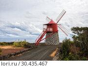 Windmill on shores of the Atlantic Ocean, Pico Island, Azores (2012 год). Стоковое фото, фотограф Юлия Бабкина / Фотобанк Лори