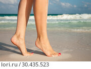 Купить «closeup of woman legs walking on beach sand», фото № 30435523, снято 20 января 2010 г. (c) Syda Productions / Фотобанк Лори