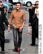 Celebrities arrive at the 'Jimmy Kimmel Live!' studios (2017 год). Редакционное фото, фотограф WENN.com / age Fotostock / Фотобанк Лори